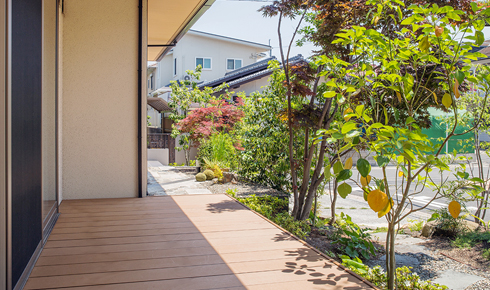 住まいの建て替えに合わせてリ・デザイン 雑木林×和モダンのナチュラルガーデン