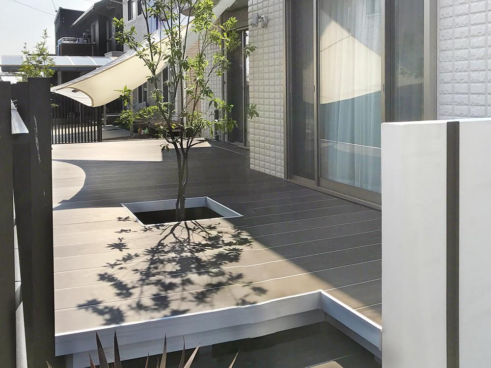モダンでシックな屋外フローリング『ラステラ』のあるお庭リフォーム