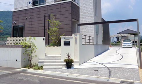 広大な敷地と高低差を活かしたスタイリッシュデザインの新築外構デザイン