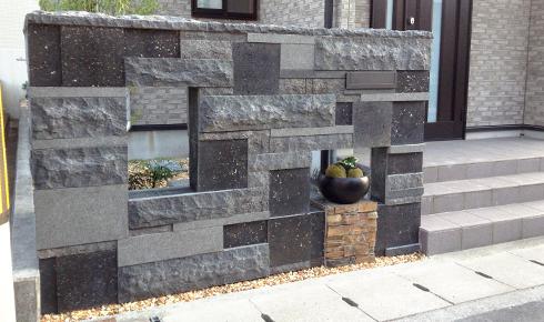 自然石を使った豪華な門廻りデザイン